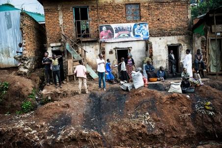 BUKAVU, REPUBLIQUE DEMOCRATIQUE DU CONGO. AVRIL 2016. Sur la route entre le centre de Bukavu et le quartier de Panzi.