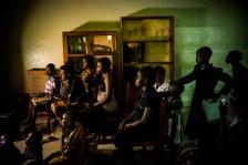 BUKAVU, REPUBLIQUE DEMOCRATIQUE DU CONGO. AVRIL 2016. La salle de television de la fondation Panzi. La fondation Panzi prend en charge des femmes victimes de viol et developpe un programme de rehabilitation par le sport.